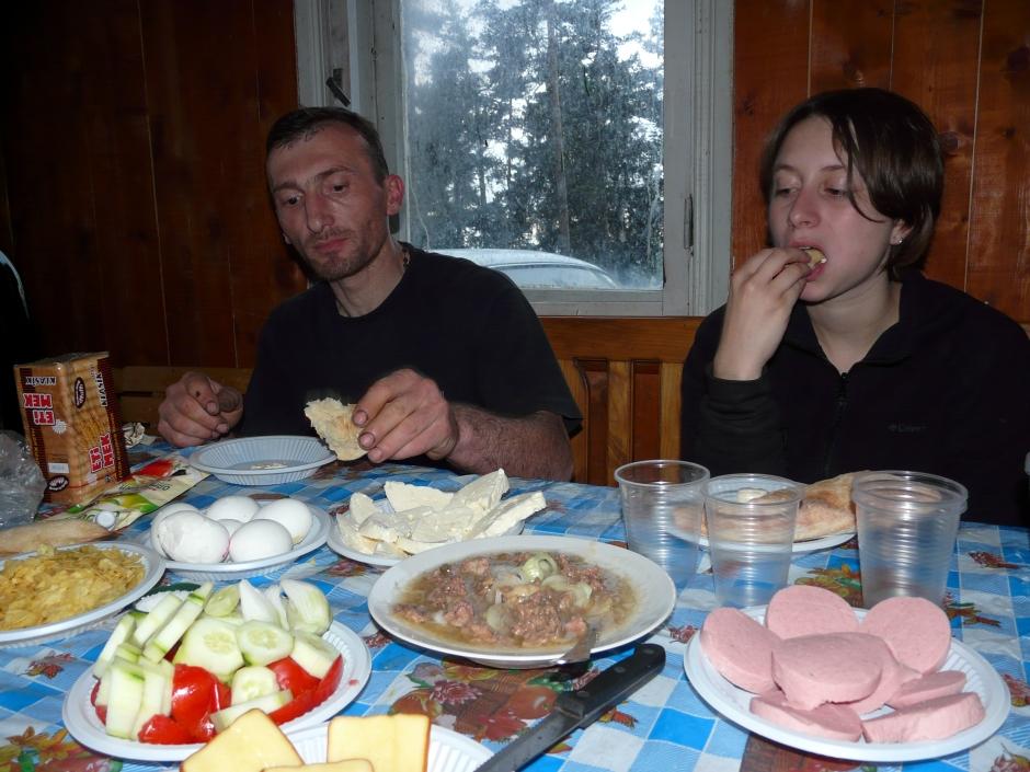 Supra z leśniczymi, Gruzja, góry w Gruzji, Martyna Skura, blog podróżniczy