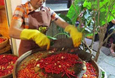 street food w Chinach, chińaska kuchnia, jedzenie w Chinach, chinskie jedzenie, jedzenie z ulicy w Chinach, Suzhou, Yangshuo, owoce w Chinach, przekąski w Chinach