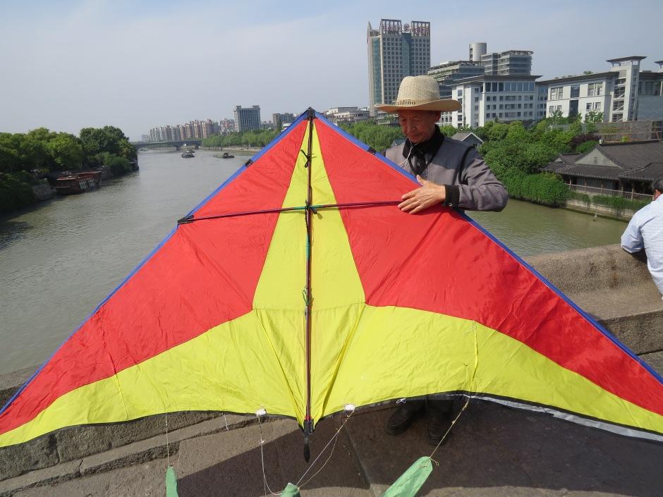typowe wiosenne zajęcie w Chinach - puszczenie latawców