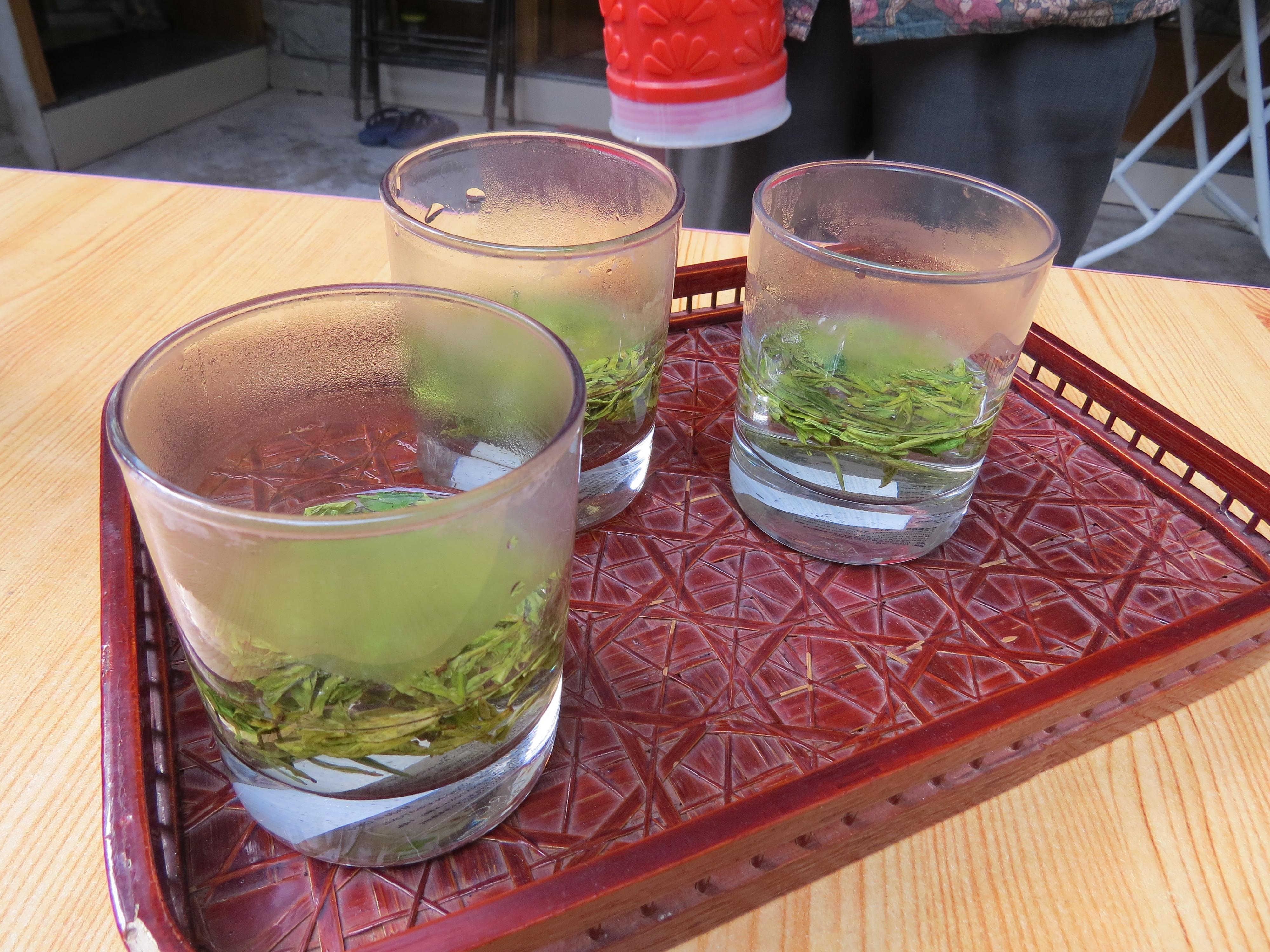 Parzenie herbaty Longjing - pierwsze zalanie