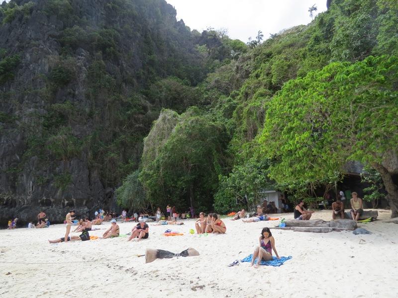 Jen\dna z plaż na wyspie, którą odwiedziliśmy