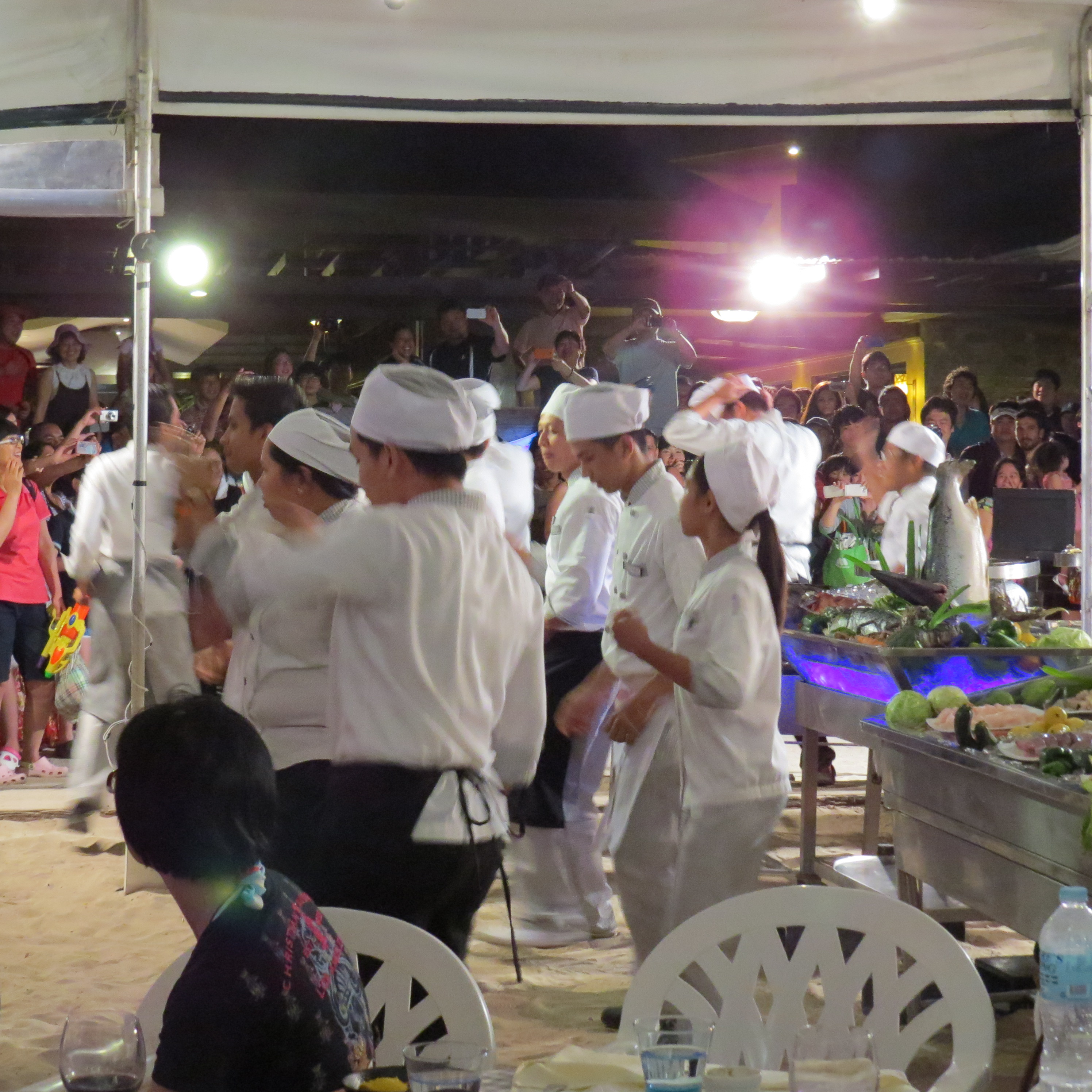 Kucharze z restauracji tańczą Gangnam style