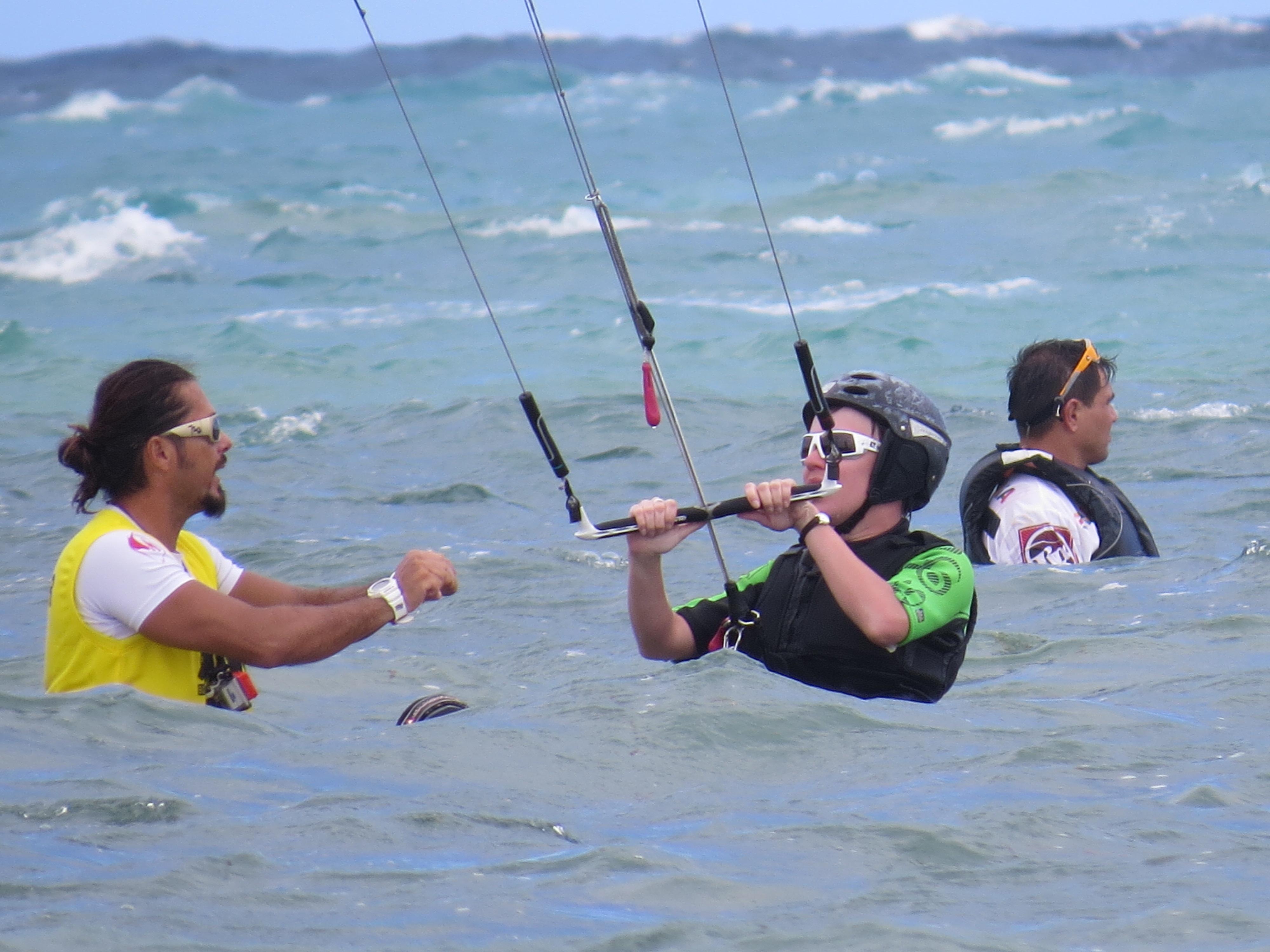 Juz w wodzie, nauka sterowania latawcem.