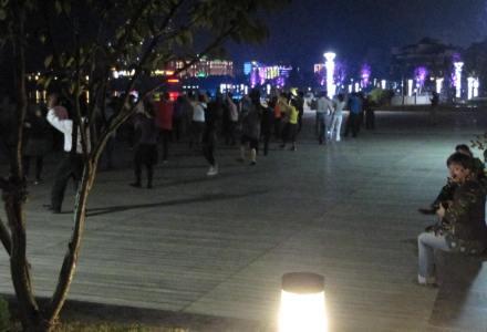 Kobiece wieczorne tańce