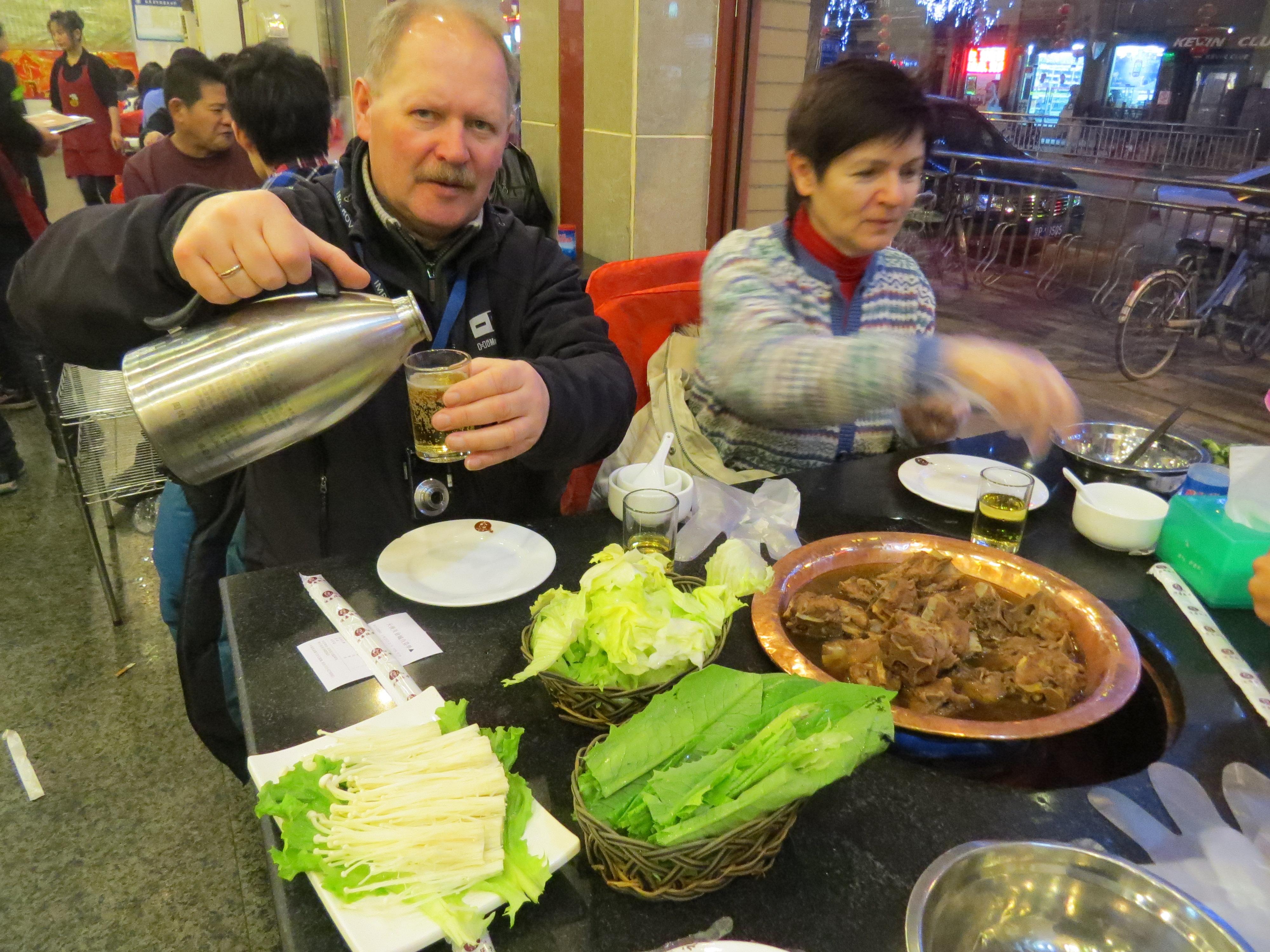 Mongolski hot pot w Pekinie. I zimne piwo z termosu! :)