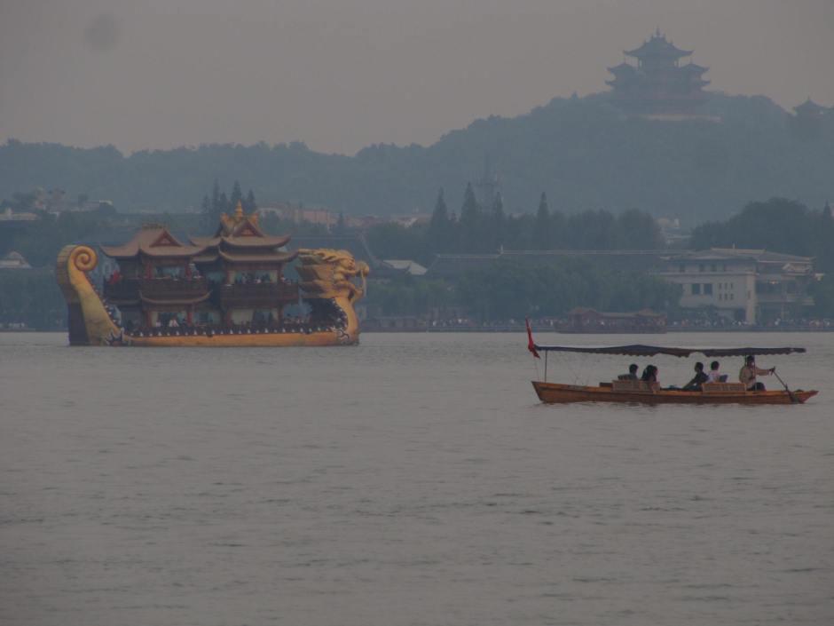 West Lake (XiHu) - wizytówka Hangzhou, jezioro wpisane na listę UNESCO.