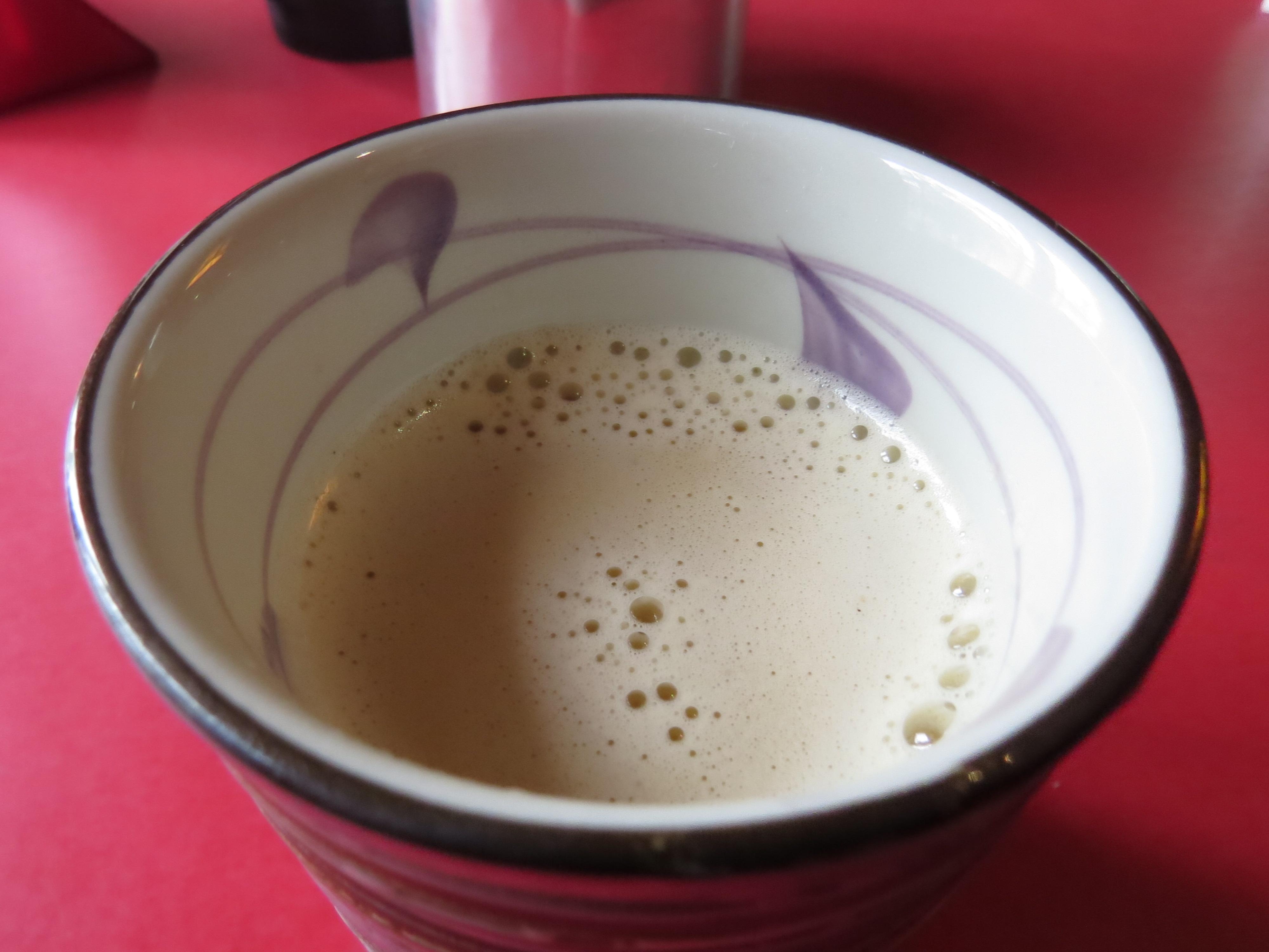 Tybetańska herbata z masłem. Osobiście nie wiedziałam, w którą stronę pluć.