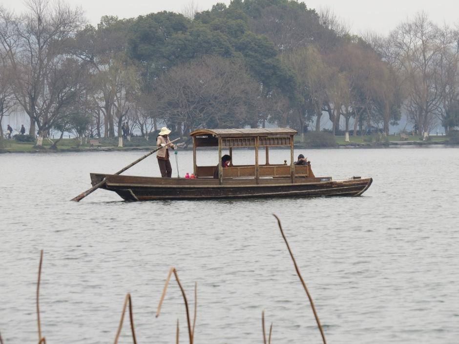 Jezioro w Hangzhou zimą.