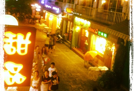 Yangshuo nocą. Yangshuo by night. Yangshuo nocą. Yangshuo by night.