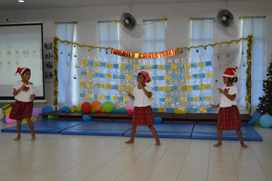 Trzy tancerki i piosenkarki :)