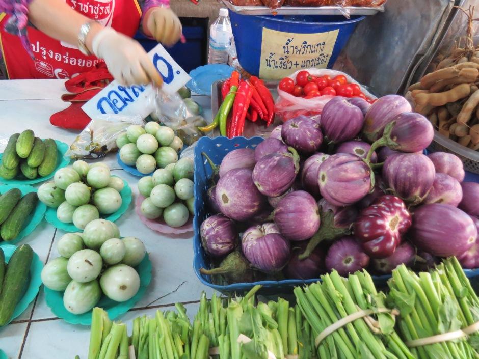 Baklazany, male, duze, zielone, fioletowe. wszystkie rodzaje.
