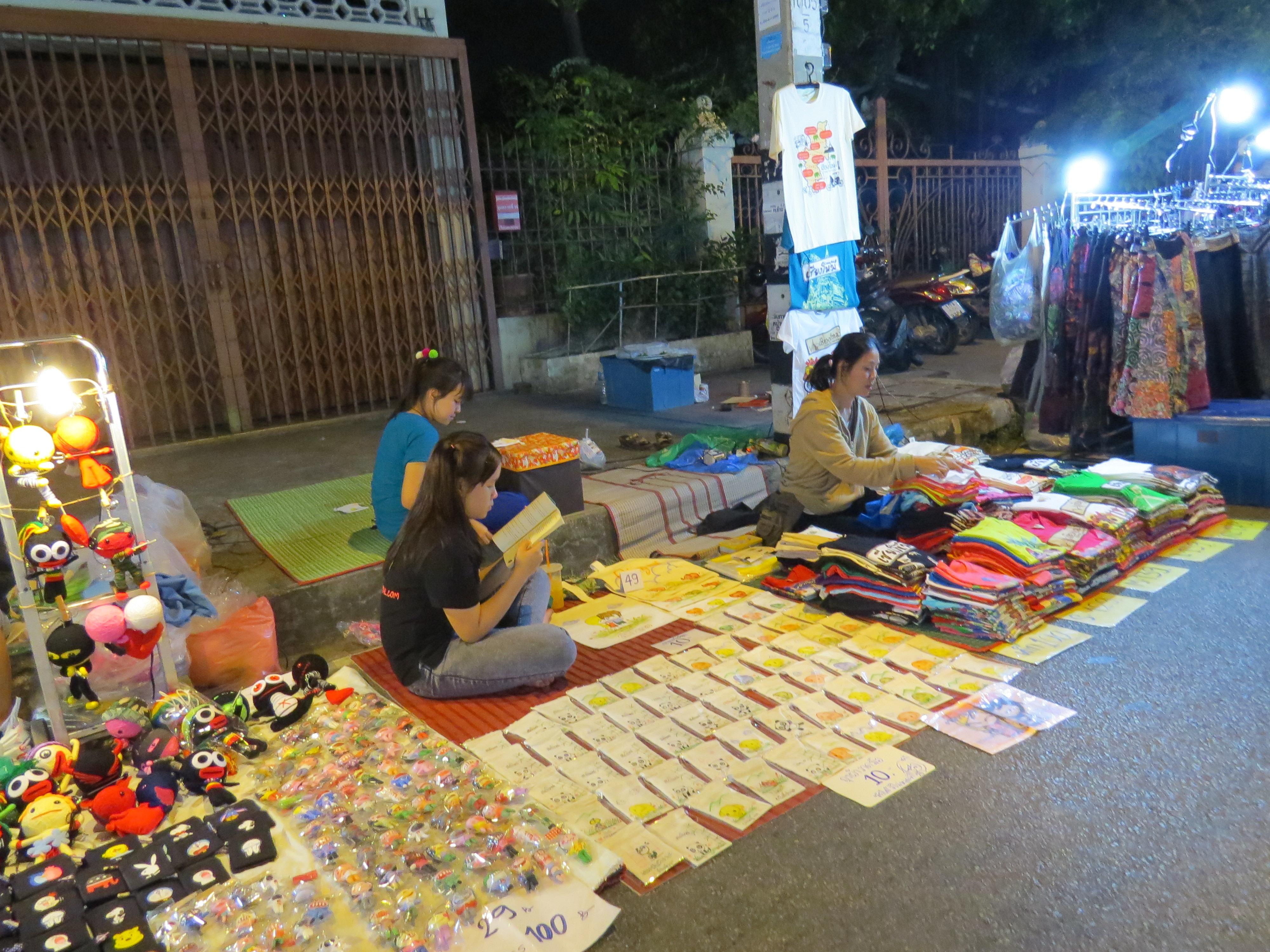 Kazdy w Chiang Mai jest na tym bazarze, ablo jako sprzedawca albo jako kupujacy