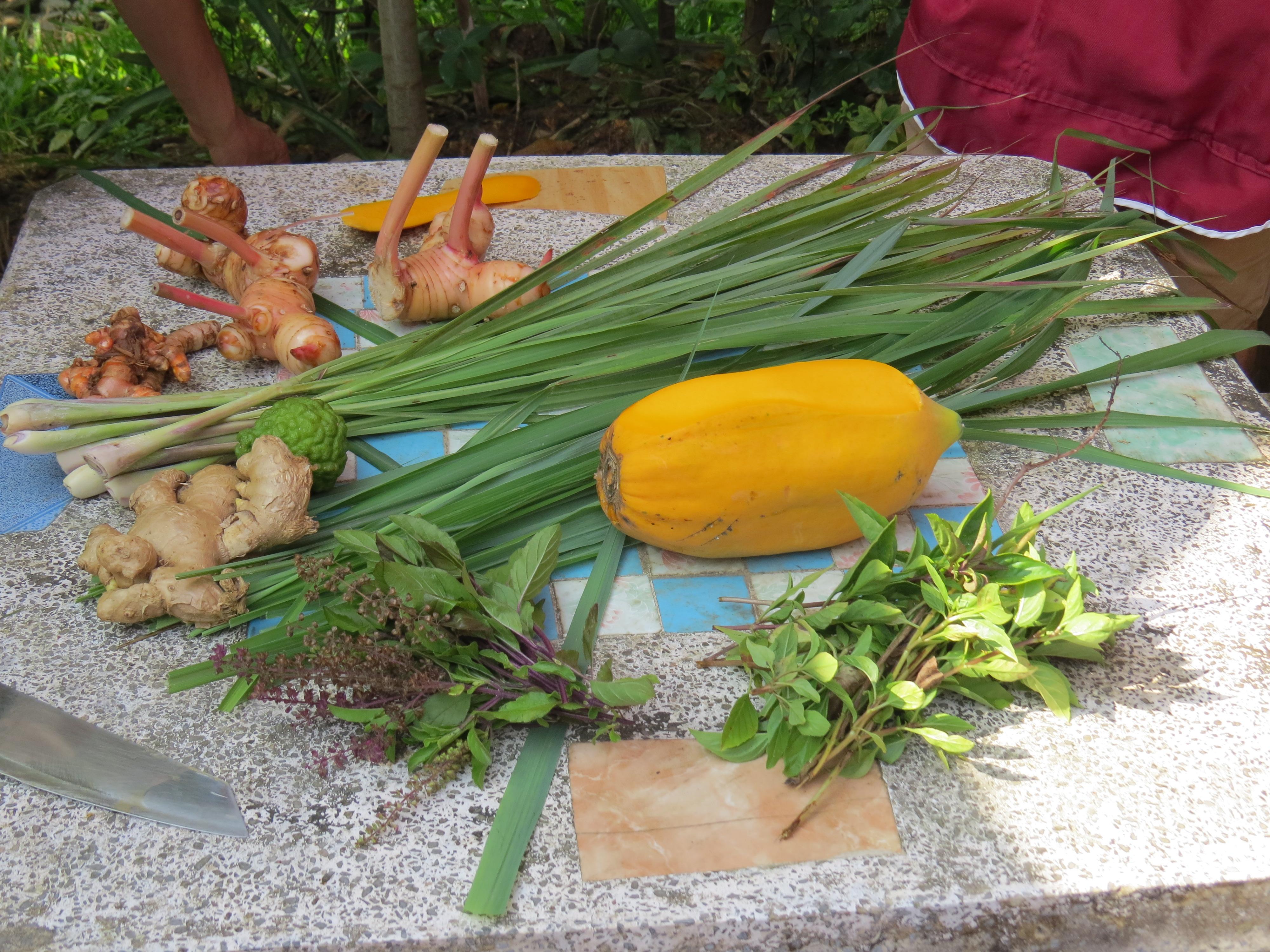Tajska kuchnia to też lokalne przyprawy i zioła.