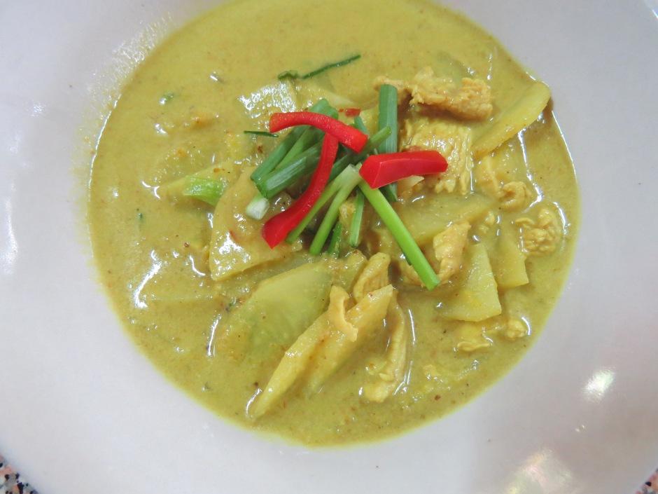 A oto i moje pierwsze danie: żółte curry