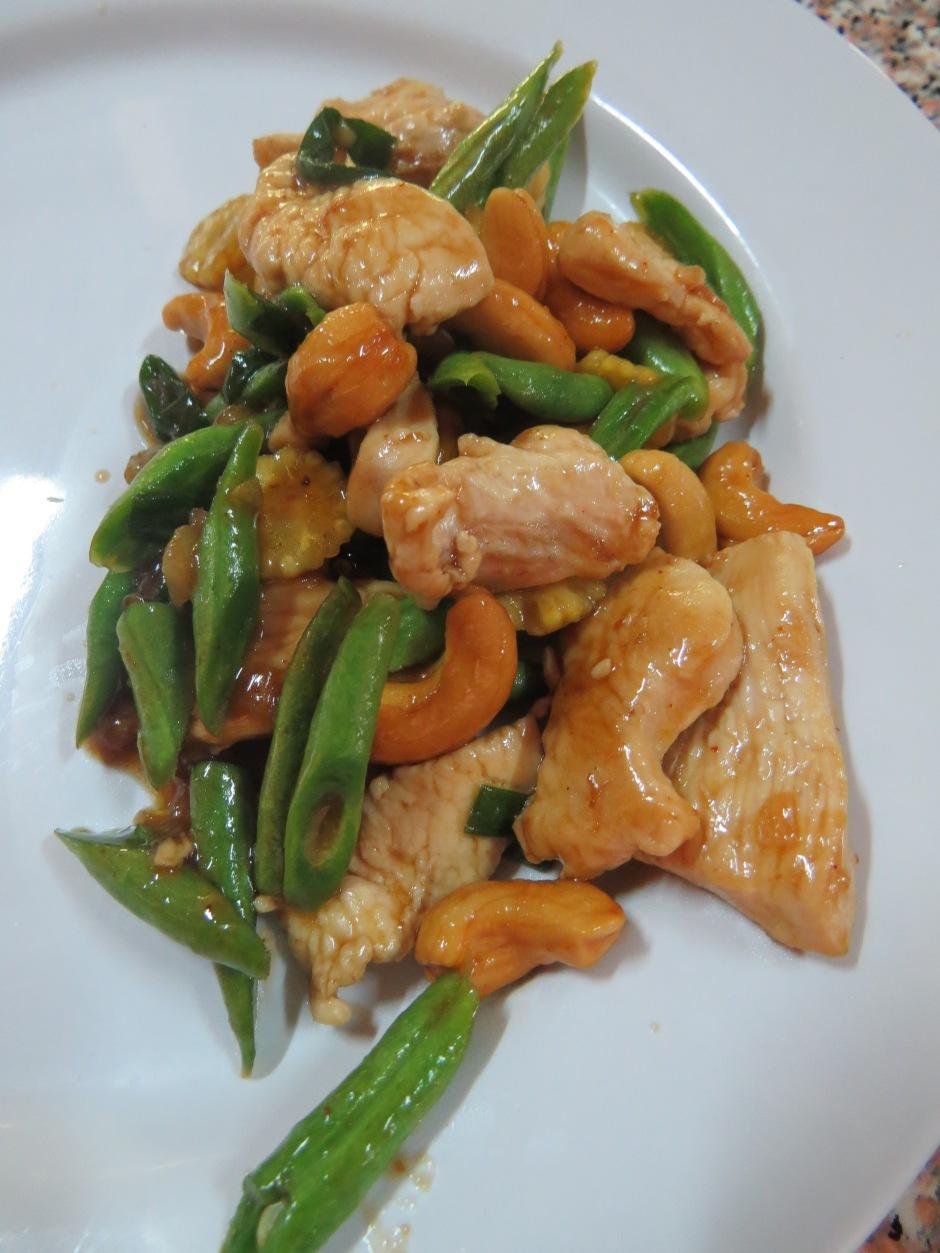Smażony kurczak z orzeszkami nerkowca. Kolejne pyszne danie.