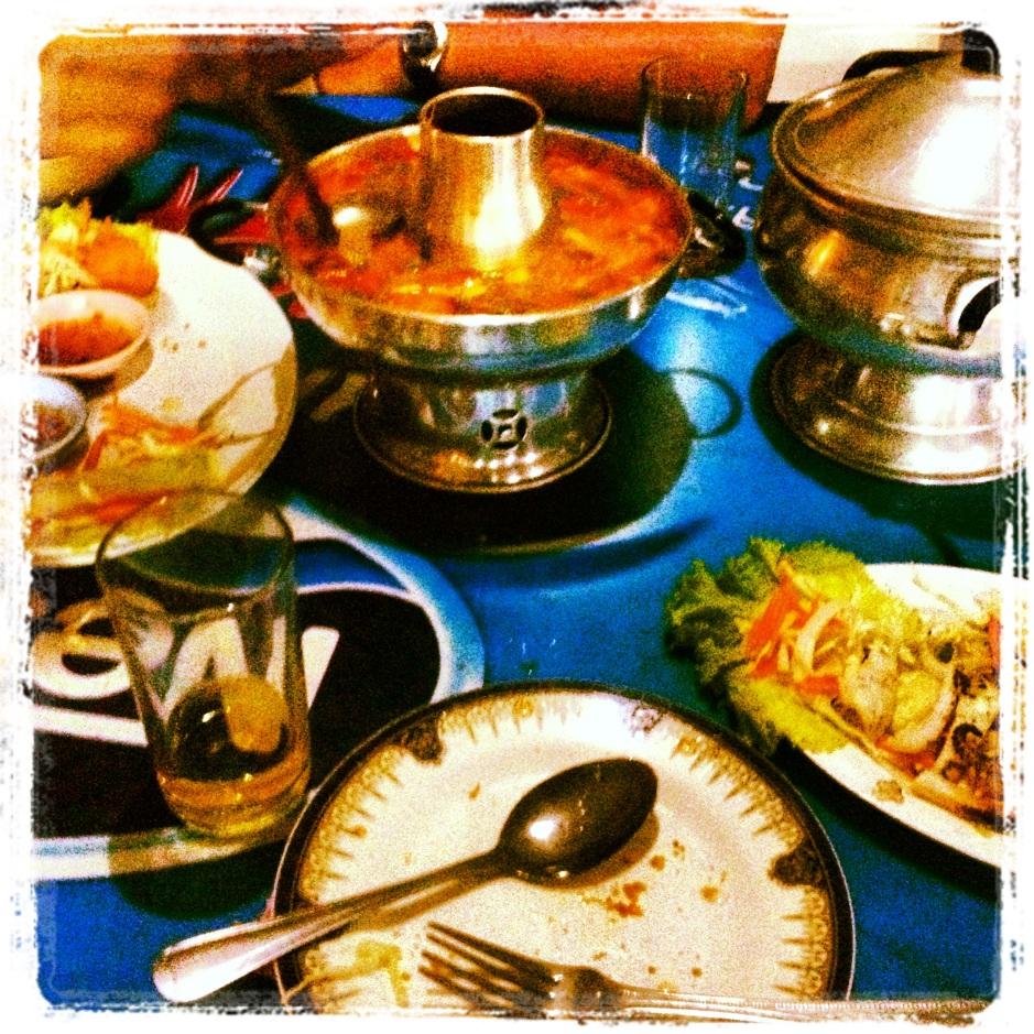 kolacja w doborowym towarzystwie w naszej ulubionej restauracji serwującego owoce morza wszystko to w naszej małej wsi
