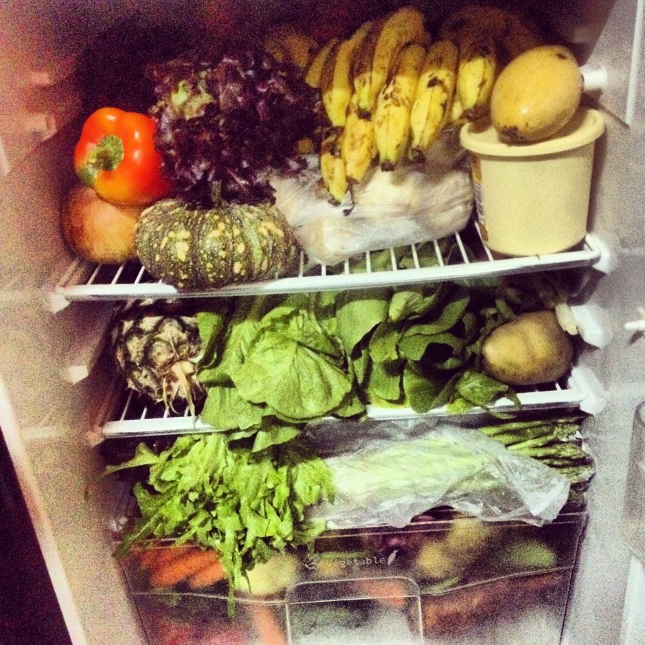 Dostawa swieżych warzyw i owoców prosto do naszej lodówki. Szparagi, awokado, sałaty itp. To wszystko jest trudno dostępne w Tajlandii a przynajmniej w regionie mojej wsi. Cudowne owocowe soki i lunche przed nami :)
