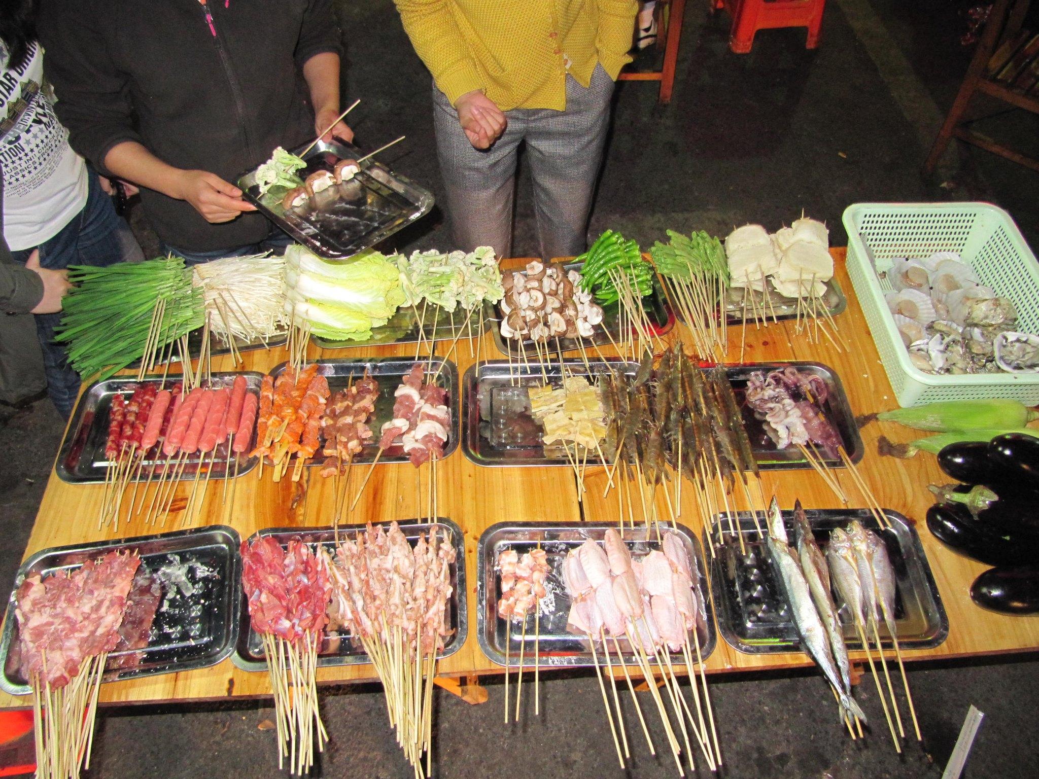 Dużo innych lokalnych chińskich przysmaków przygotowywanych na ruszcie.