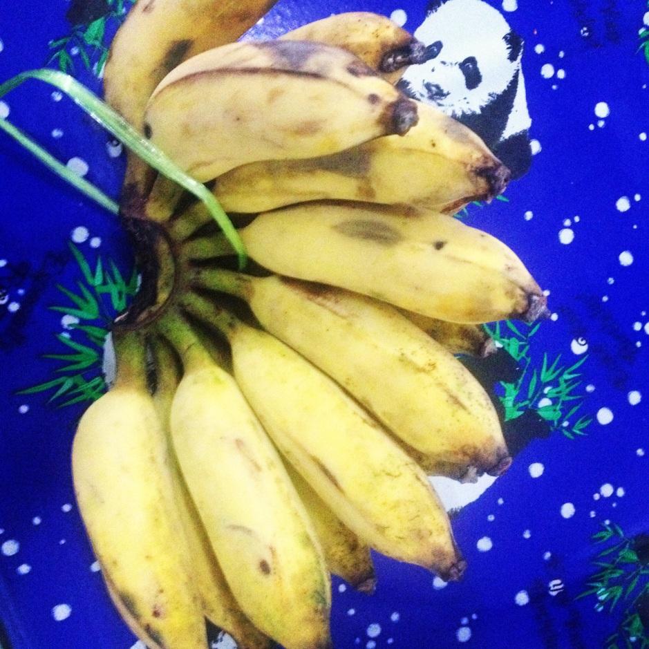 Banany jak to banany, ale te miały pestki twarde jak kamień były dość małe. Tak o połowę krótsze niż nasze, ale tak samo grube.