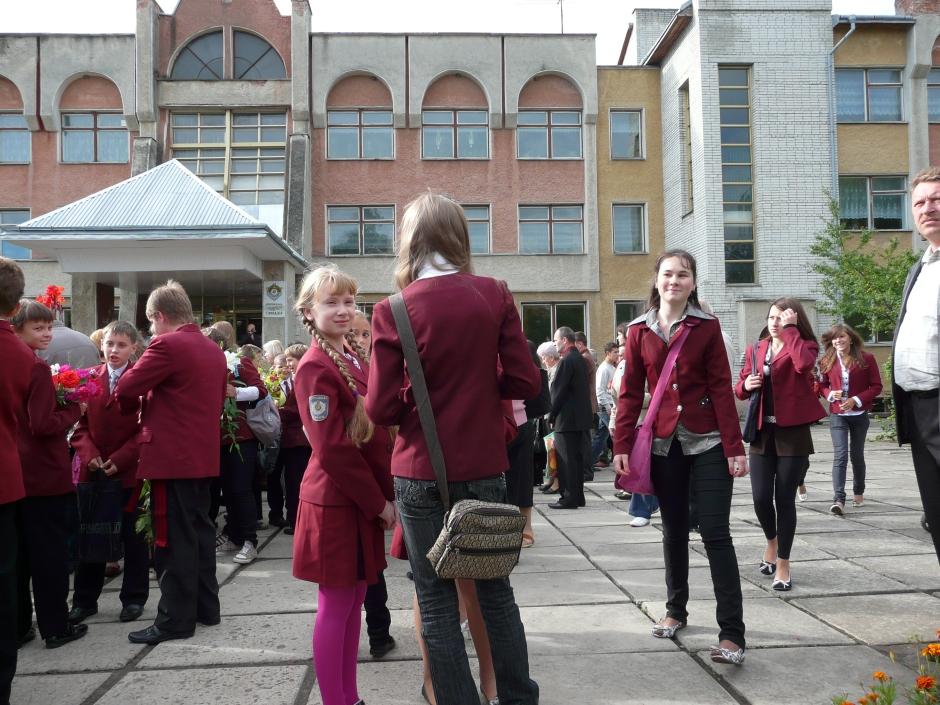 Zbiórka przed szkołą