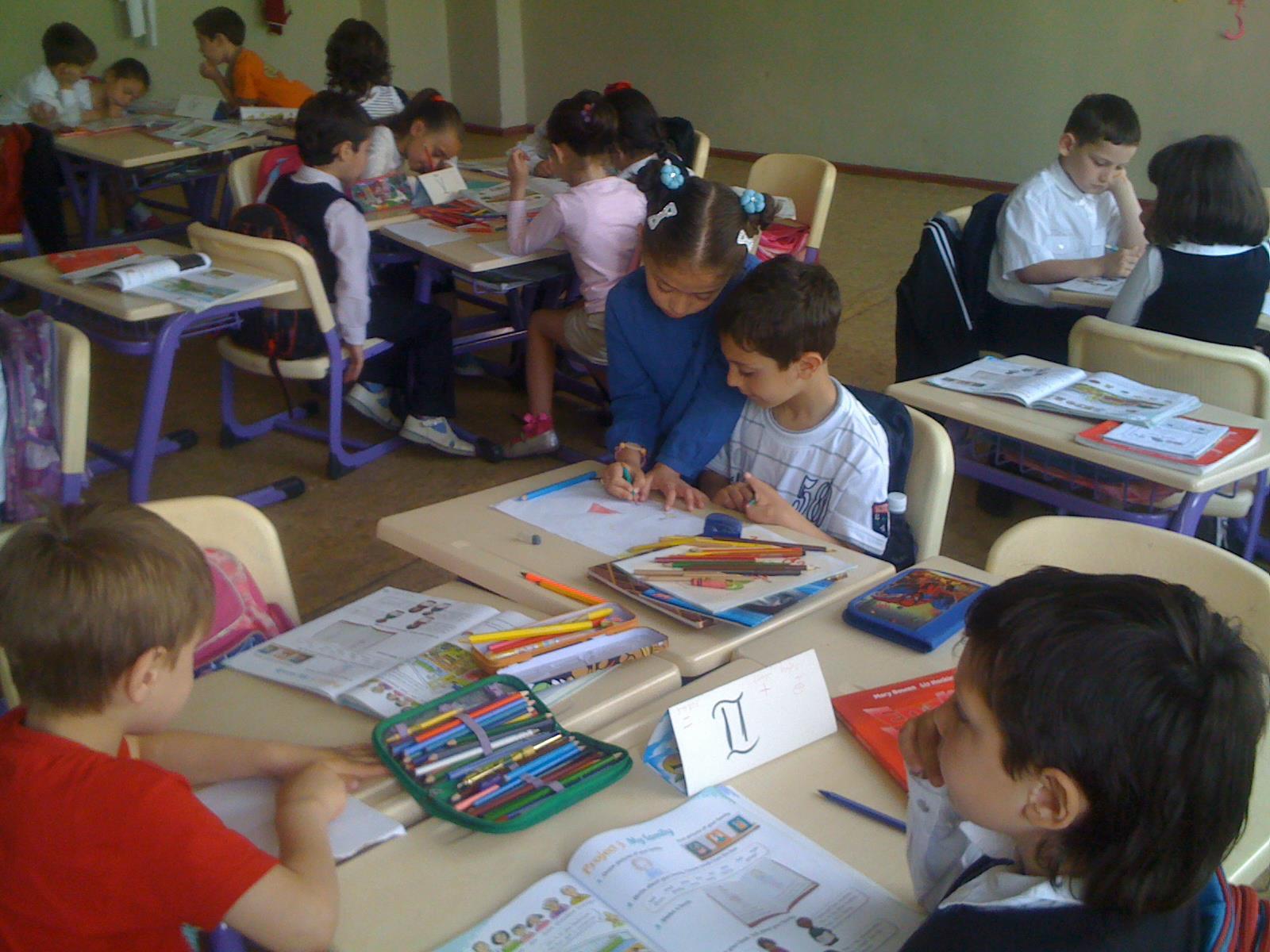 Pierwszaki w szkole w Kutaisi, Gruzja.