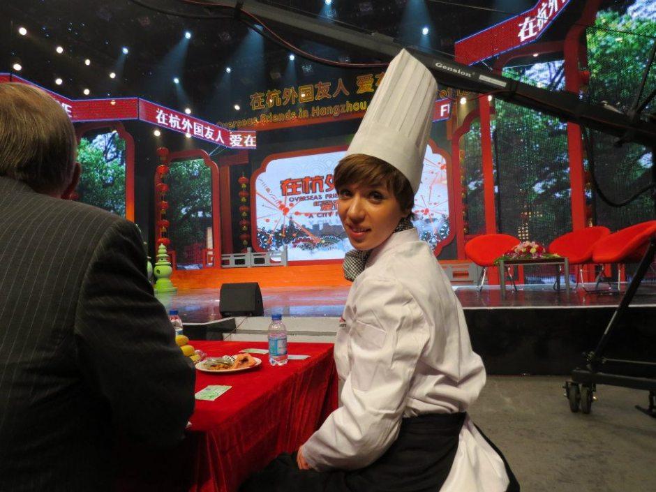 """Oto zdjęcie, które rozśmieszyło mnie i postanowiłam napisać o jego historii. Gala kończąca program """"Overseas friends in Hangzhou"""""""