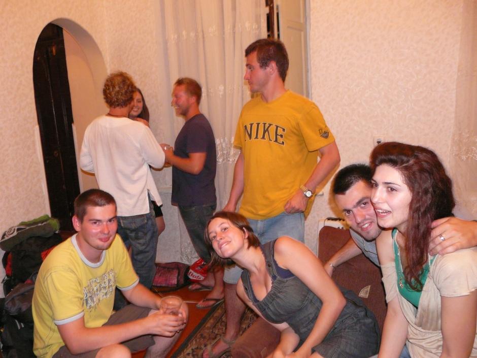 Jedna z imprez w moim mieszkaniu. Przyjechali akurat znajomi z Polski. W ciągu jednego popołudnia zebrałam znajomych i impreza sama się rozkręciła. Niektóre osoby do tej pory nie pamiętają co się wtedy działo ;)