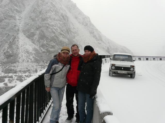 Jeden z moich licznych wyjazdów i podróży po Gruzji. Tutaj w zimowym Kazbegi.