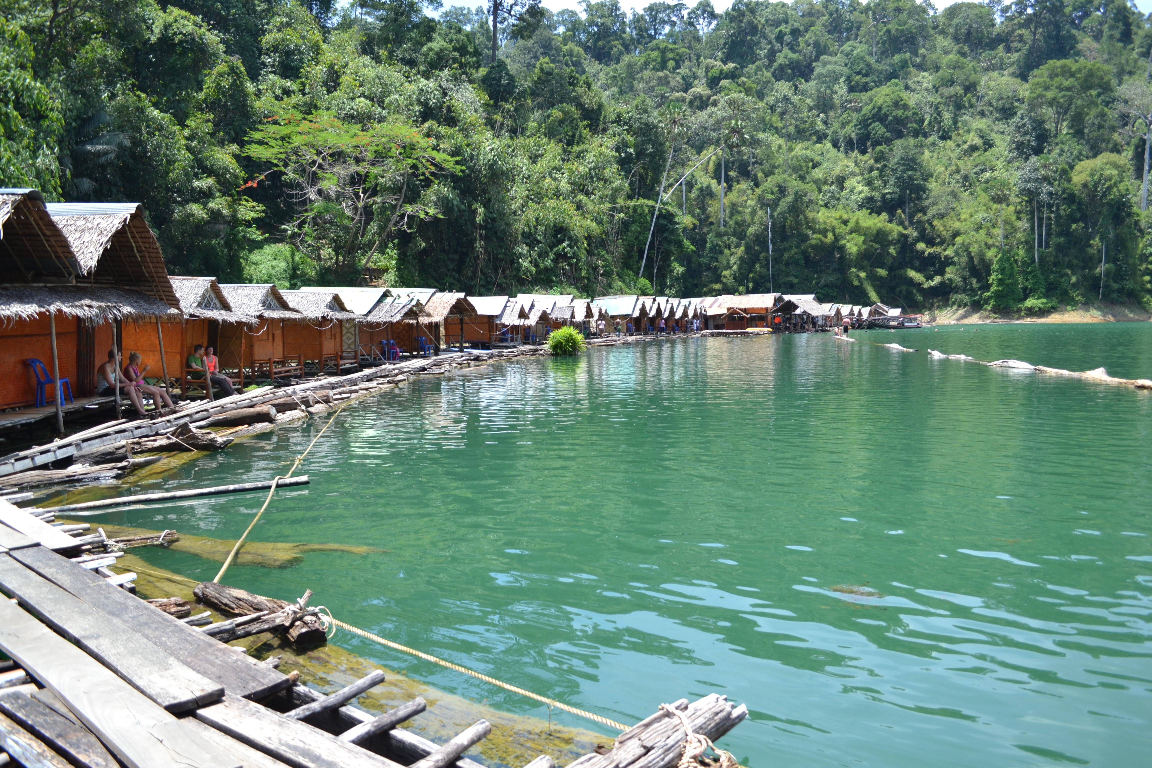 chatki na jeziorze, tajlandia, khao sok